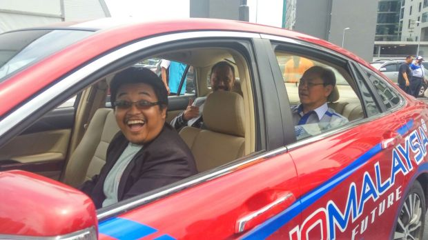 REKA Showcases Malaysia First Self-Driving Car Technology at KLIAS 2017 Ministry of Science Tech Innovation Datuk Wilfred Dr Rezal Nano Malaysia at the National Innovation Creative Expo Oct 2016 autonomous vehicle